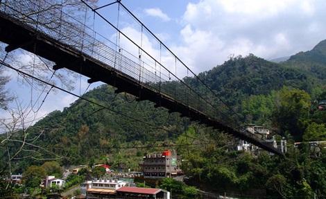 景点介绍   新竹五峰乡的清泉风景区,日据时代即以温泉闻名,四周山峦